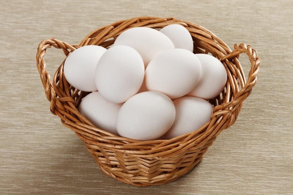 Le uova dal guscio bianco tipiche della gallina Livornese
