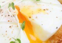 Uovo in camicia: ricetta, trucchi e consigli pratici | TuttoSulleGalline.it