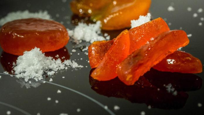 Ricetta del tuorlo marinato dello Chef Carlo Cracco | TuttoSulleGalline.it