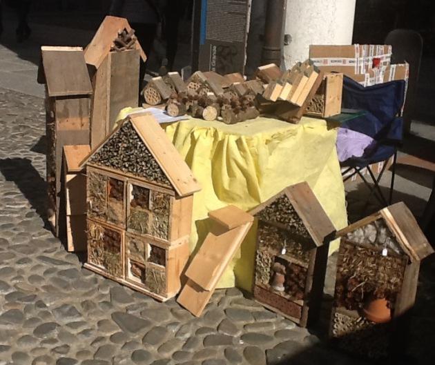 """Il progetto """"Hotel per Insetti"""" ad un workshop di auto-costruzione."""