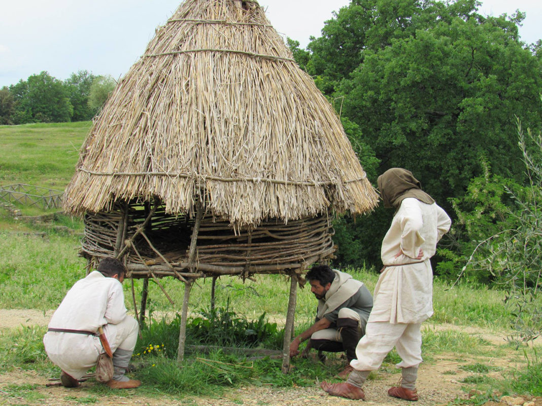 Interventi di manutenzione al pollaio medievale