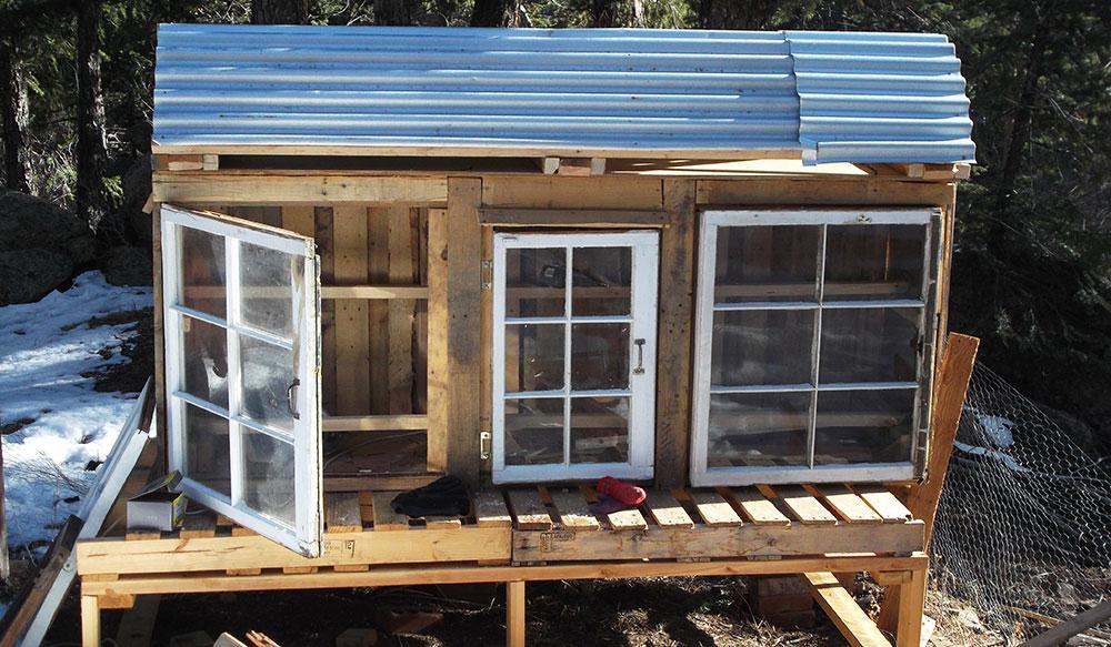 Pollaio fai da te con materiali di recupero e riciclo for Costo materiale per costruire una casa