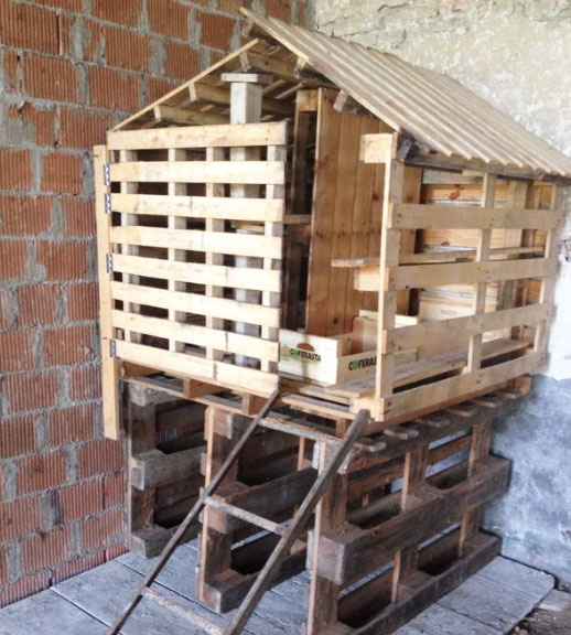 Pollaio fai da te con materiali di recupero e riciclo for Come stimare i materiali da costruzione per la costruzione di case