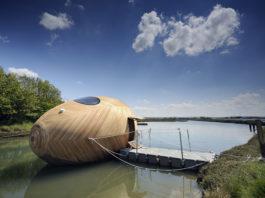 L'esperimento abitativo Exbury Egg: la mini casa galleggiante a forma d'uovo | Tuttosullegalline.it