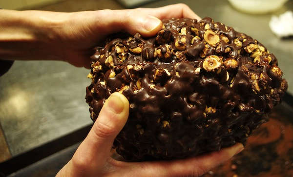 Uovo di Pasqua del pasticcere-cioccolatiere