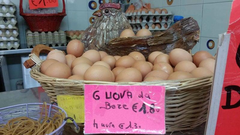 Le uova da bere biologiche al banco Giomi