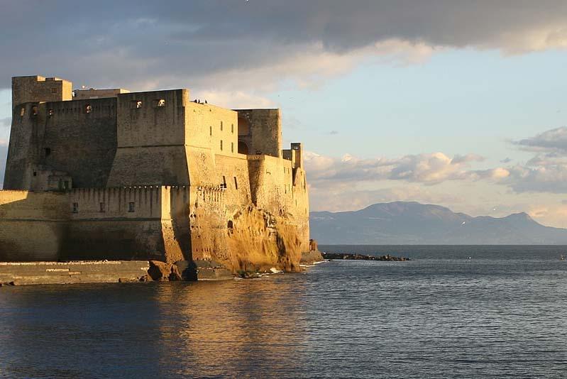 Castel dell'Ovo (Napoli) oggi.