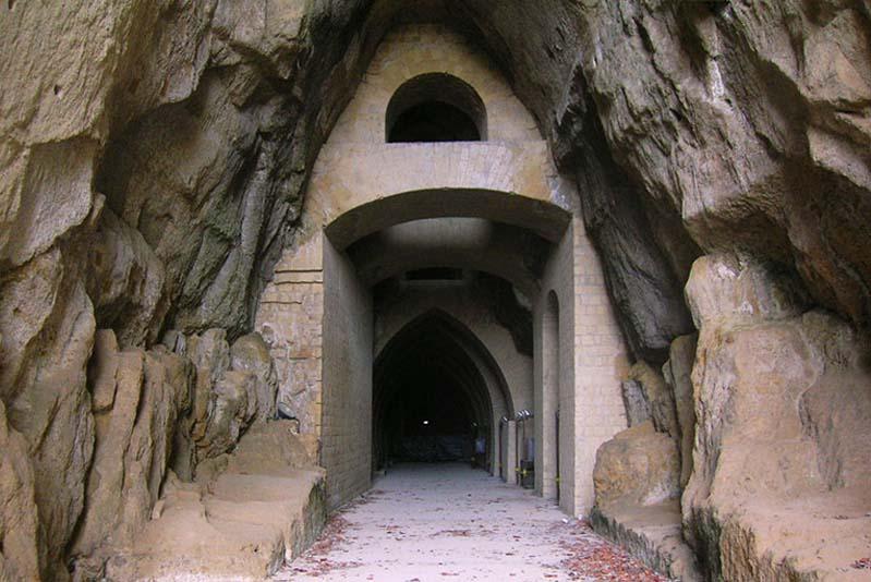 La Crypta Neapolitana, chiamata anche Grotta di Posillipo o Grotta di Virgilio