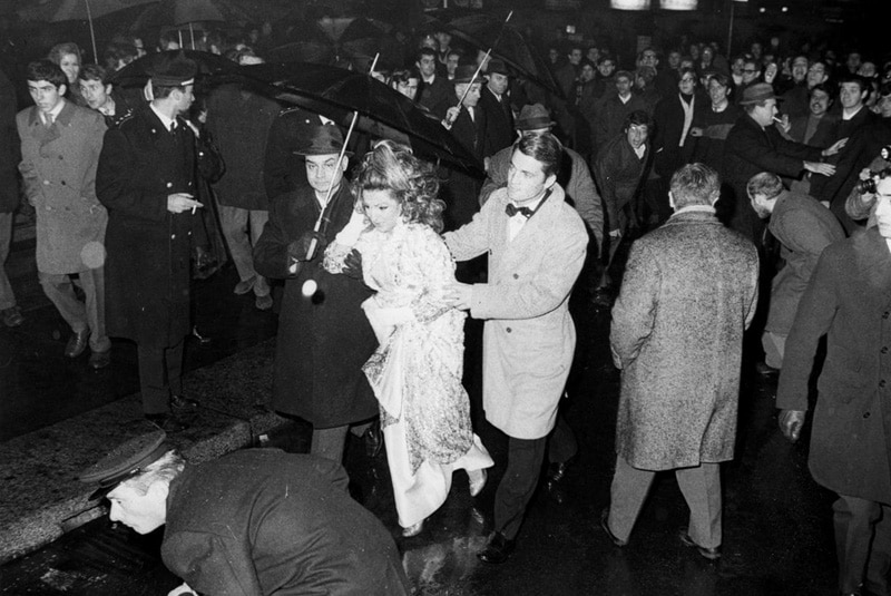 La contestazione senza precedenti, con lancio di uova, alla Prima della Scala del 7 Dicembre 1968