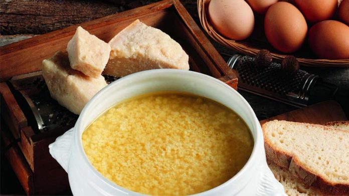 Stracciatella in brodo: minestra di uovo e parmigiano (ricetta con uova)   Tuttosullegalline.it