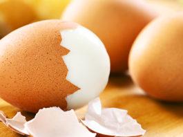 Come sgusciare un uovo sodo: 5 tecniche per farlo (bene) in pochi secondi   Tuttosullegalline.it