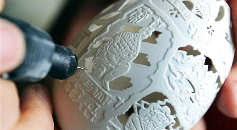Wen Fuliang, incisione del disegno sul guscio d'uovo