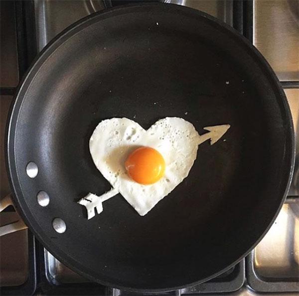 Uova al tegamino a forma di cuore