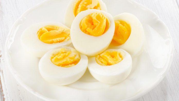 Uova sode perfette: quanto cuocerle, come sbucciarle e come condirle | TuttoSulleGalline.it