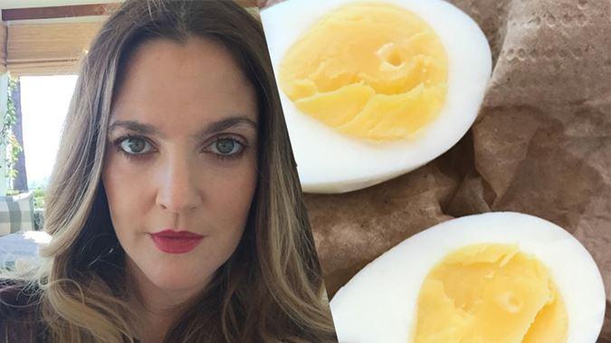 Le uova sode perfette secondo Drew Barrymore