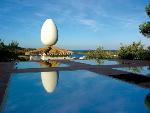 Casa-Museo di Salvador Dalì a Port Lligat [particolare dell'uovo sul tetto]
