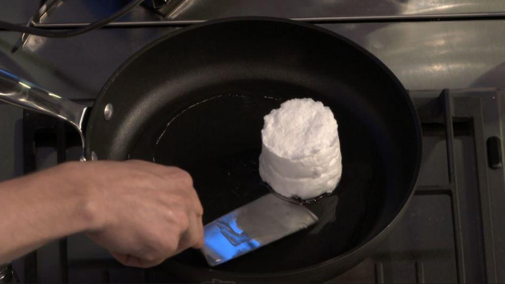 Ricetta nuvola d'uovo: la cottura a fuoco moderato 3 minuti per lato