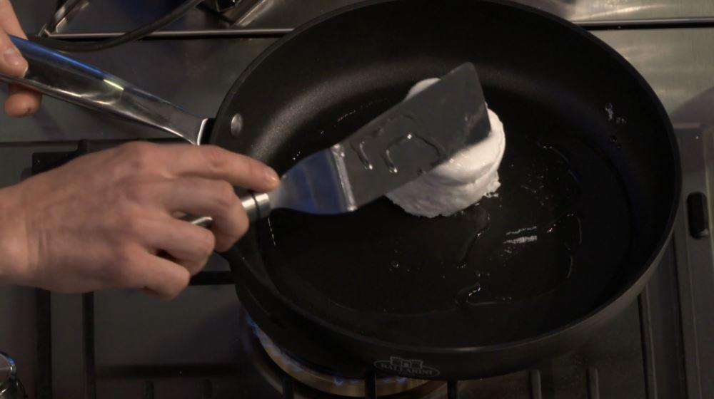 Ricetta nuvola d'uovo: delicatezza al momento di girarla nella padella