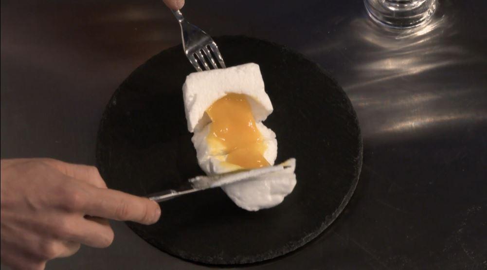 Ricetta nuvola d'uovo: internamente il tuorlo deve rimanere fluido