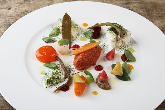Tuorlo d'uovo marinato con verdure in carpione, Chef Carlo Cracco