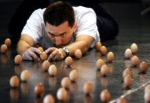 Egg Balancing, l'arte di posizionare le uova in verticale | TuttoSulleGalline.it