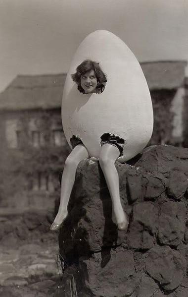 Costume vintage: donna uovo o donna pulcino