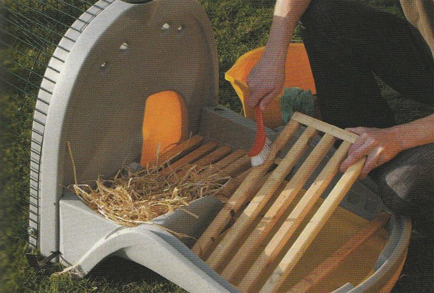 mini pollaio da giardino con cassetta in plastica (listelli in legno)