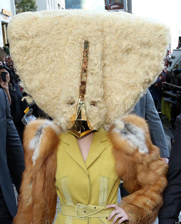 Lady Gaga travstita da gallina