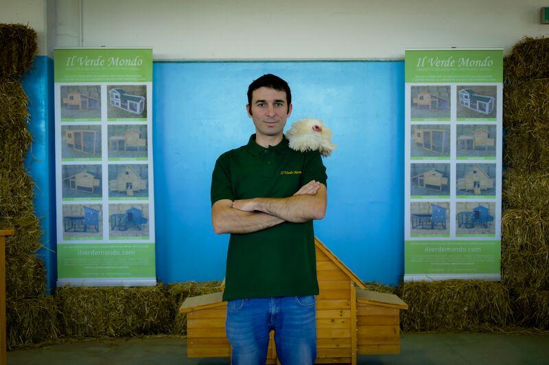 Nicola Oselladore titolare della ditta Il Verde Mondo, realizzazione e vendita pollai, recinzioni e accessori per avicoltura e animali da cortile