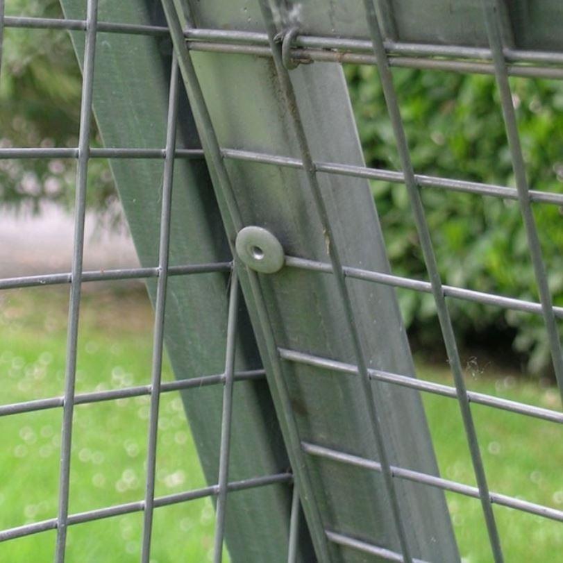 Dettaglio del recinto in rete metallica per pollai Ferranti