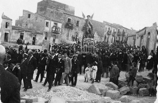 Processione per la festa tradizionale di San Michele (1926)