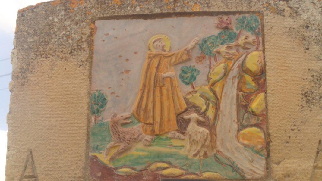Piastrella rinvenuta a Sant'Angelo Muxaro (raffigurante San Francesco)