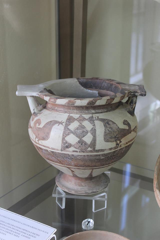 asi (periodo sicano) raffiguranti galli Cornuti di Caltanissetta (Musei di Mussomeli e Marianopoli)