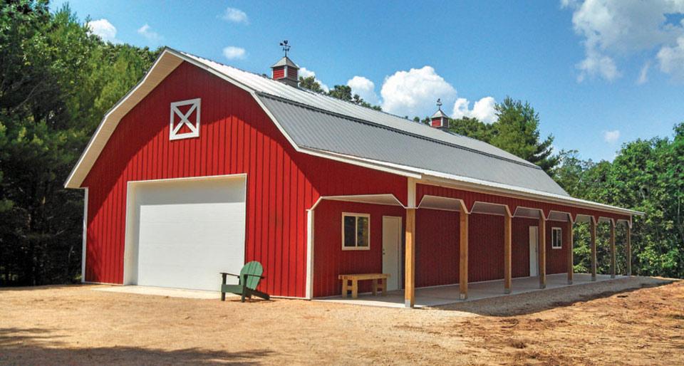 Nuova struttura rurale ispirata ai fienili rossi tradizionali