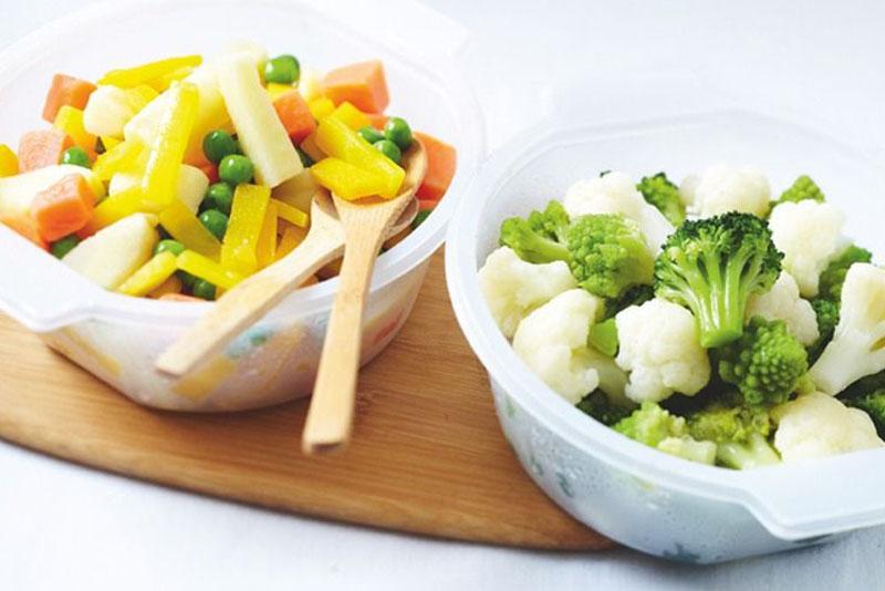 Esempio di possibili ingredienti per un aspic salato con uova sode vegetariano
