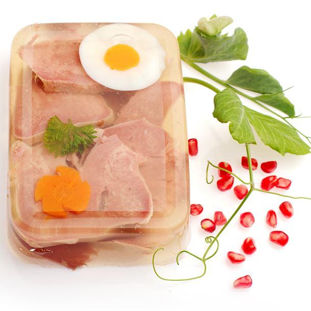 Esempio di aspic salato con uovo sodo e prosciutto cotto