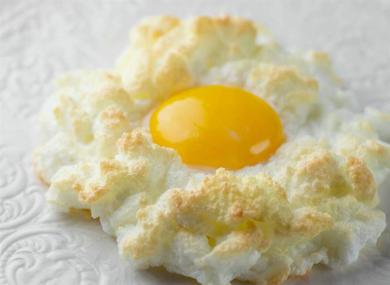 Il famoso Eggs in Cloud di Kate Morgan Jackson del sito Framed Cooks