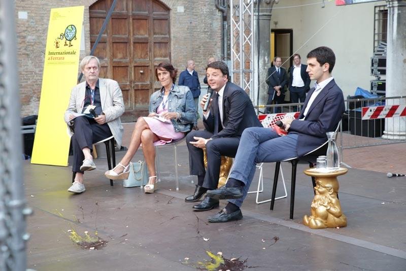 Renzi contestato a Ferrara in occasione dell'intervista della rivista Internazionale (2014)