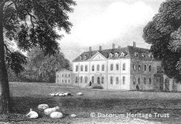 La corte di Besford raffigurata in un'immagine di inizio 1800