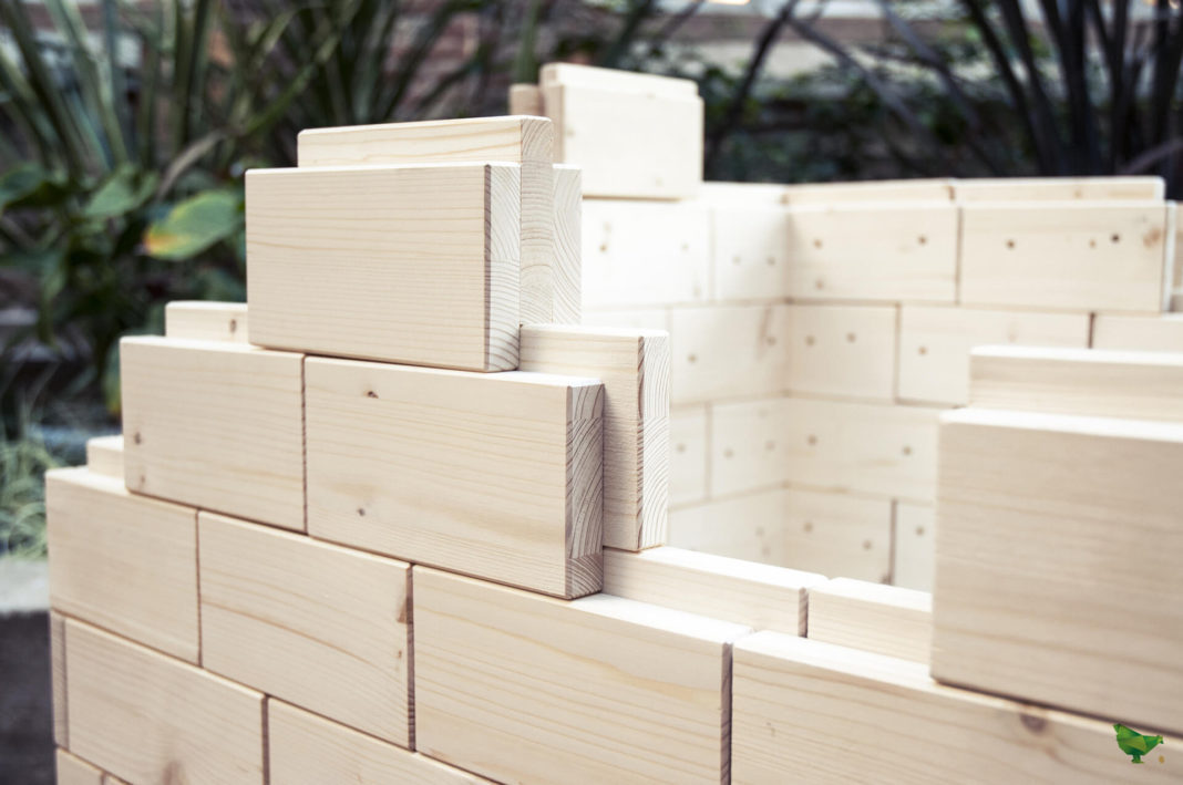 I mattoni (in legno) componibili del pollaio Egg iting
