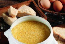 Stracciatella in brodo: minestra di uovo e parmigiano (ricetta con uova) | Tuttosullegalline.it
