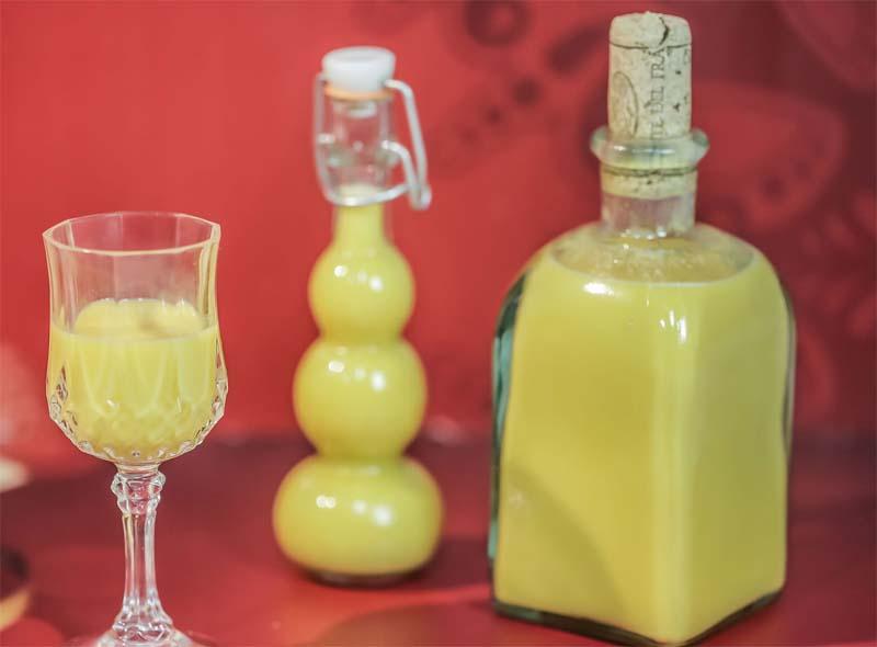 Un buon packaging per il nostro Vov fatto in casa, liquore alla crema d'uova fai da te