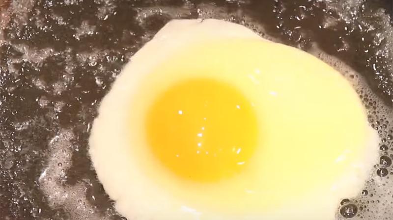 La coagulazione dell'albume nella cottura dell'uovo