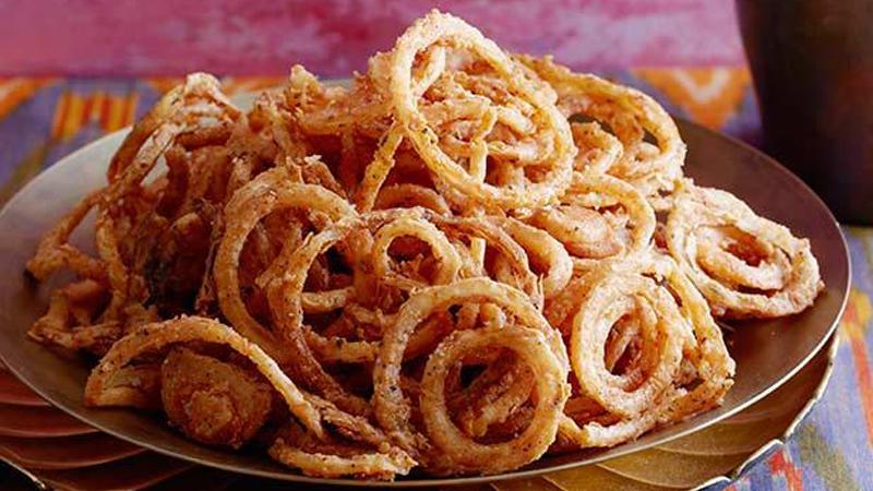 Anelli di cipolla impastellati e fritti