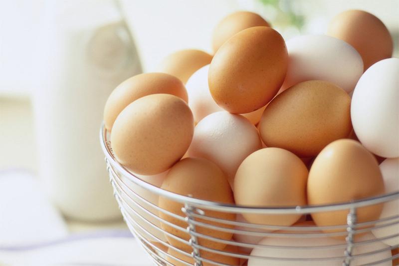 Uova fresche con cui preparare la pastella