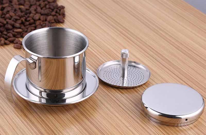 Il tipico filtro a precipitazione per il caffè vietnamita