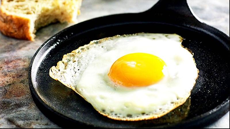 Uova al tegamino perfette cucinate in padella