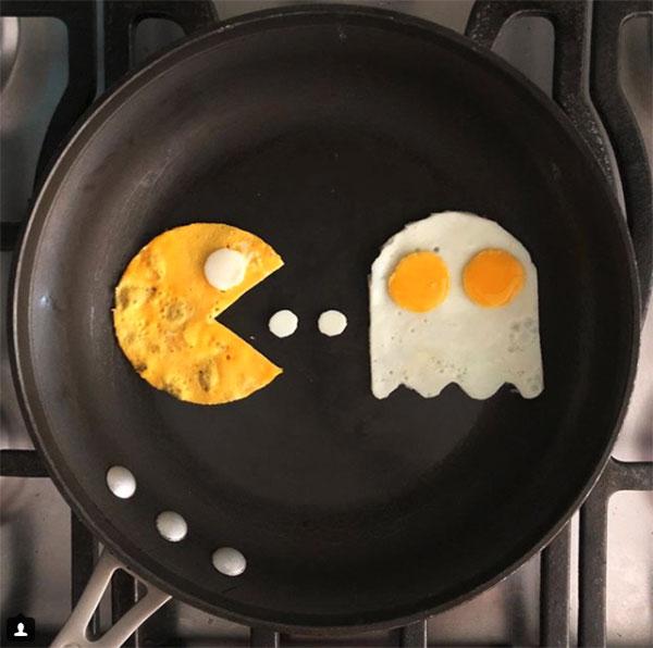 Uova al tegamino a forma di gioco pac-man