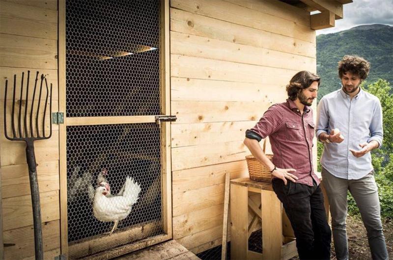 Mattia e Giovanni, fondatori dell'allevamento di galline ovaiole Uova di Montagna Bio