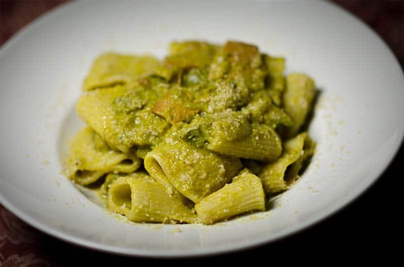 Variante di pasta alla carbonara (vegetariana): paccheri e zucchine
